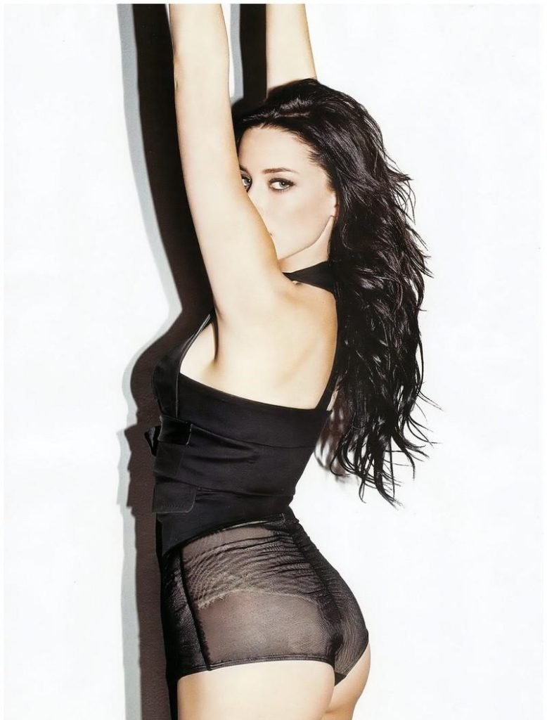 hot actress Amber Heard with dark hair showing off her ass in booty shorts