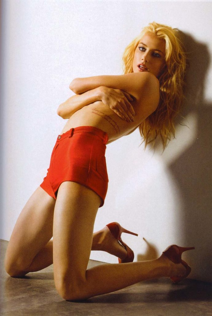 topless pic of amber heard wearing red shorts