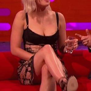 Jennifer Lawrence crossing legs on late night show