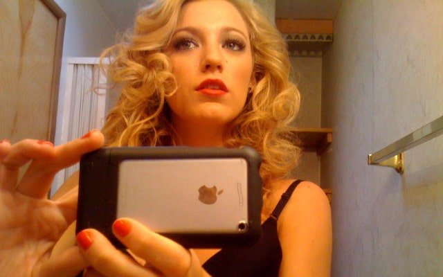 leaked pic of blake lively taking a mirror selfie