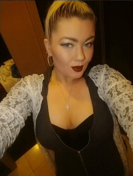 Amber Portwood selfie showing cleavage