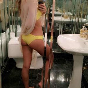 Bella Thorne showing her ass off in a mirror selfie