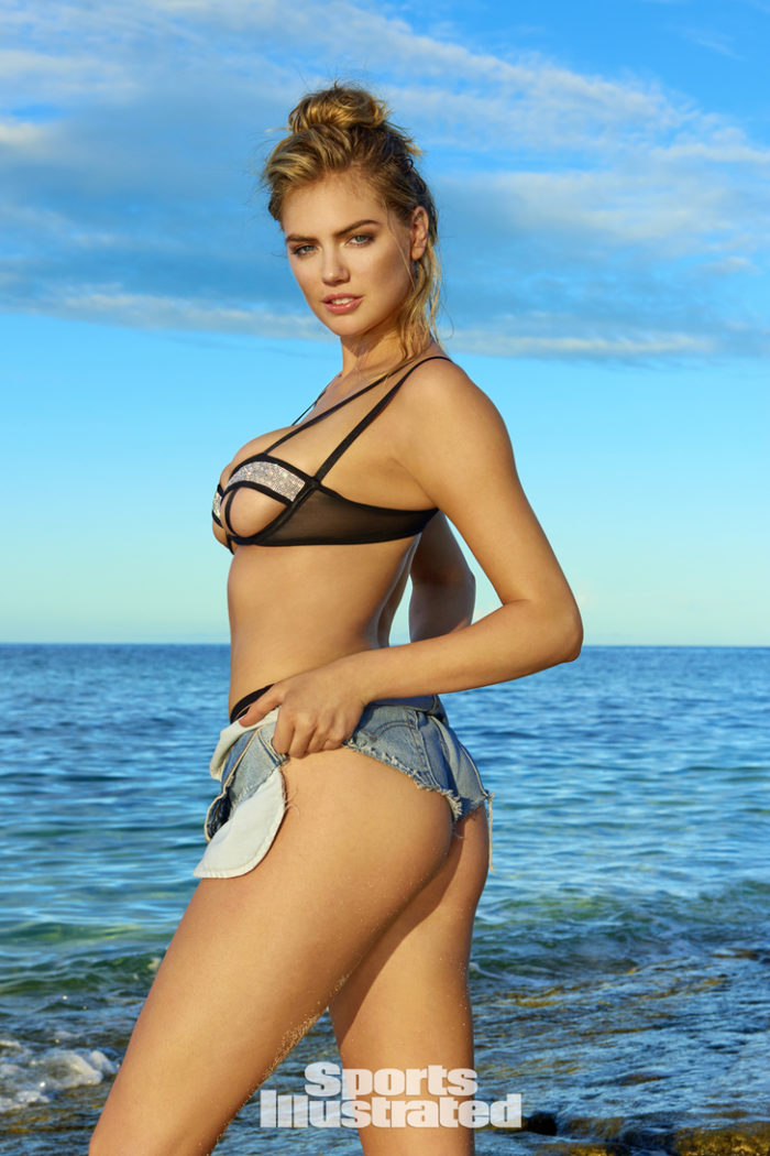 Kate Upton showing her ass in Fiji and looking hot