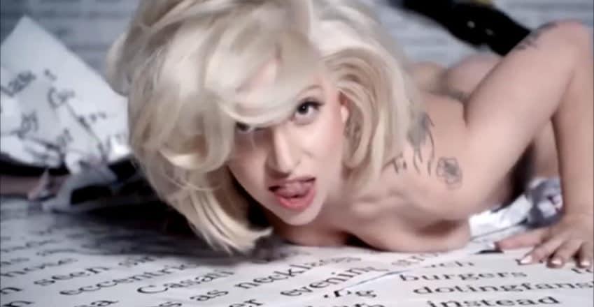 Lady Gaga leckt Muschi