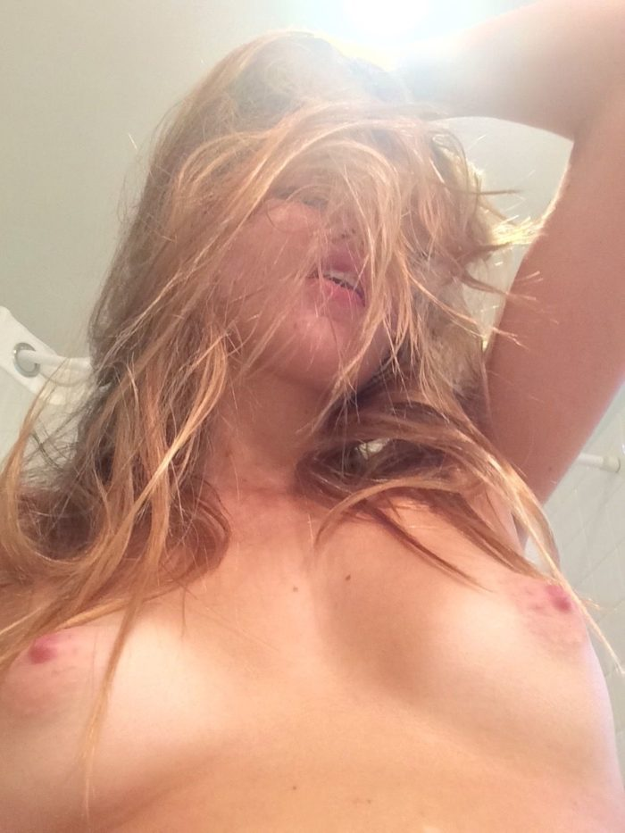 Lili Simmons picture of tits hair in her face