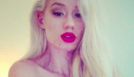 Singer Iggy Azalea with red lipstick on looking seductive