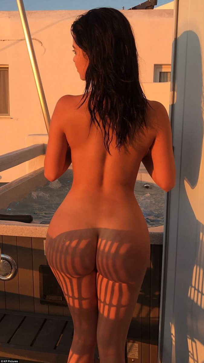 Demi Rose Mawby completely nude on snapchat showing her backside
