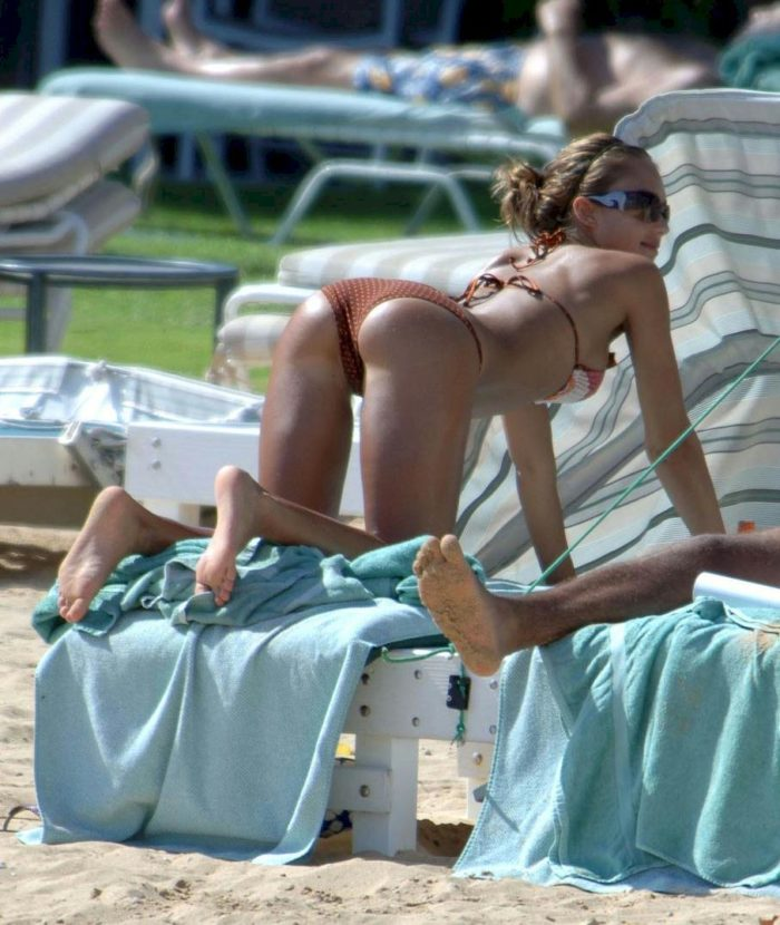 Jessica Alba on all fours with butt poking up