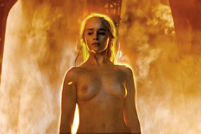 Khaleesi mother of dragons boobs exposed in game of thrones season 6