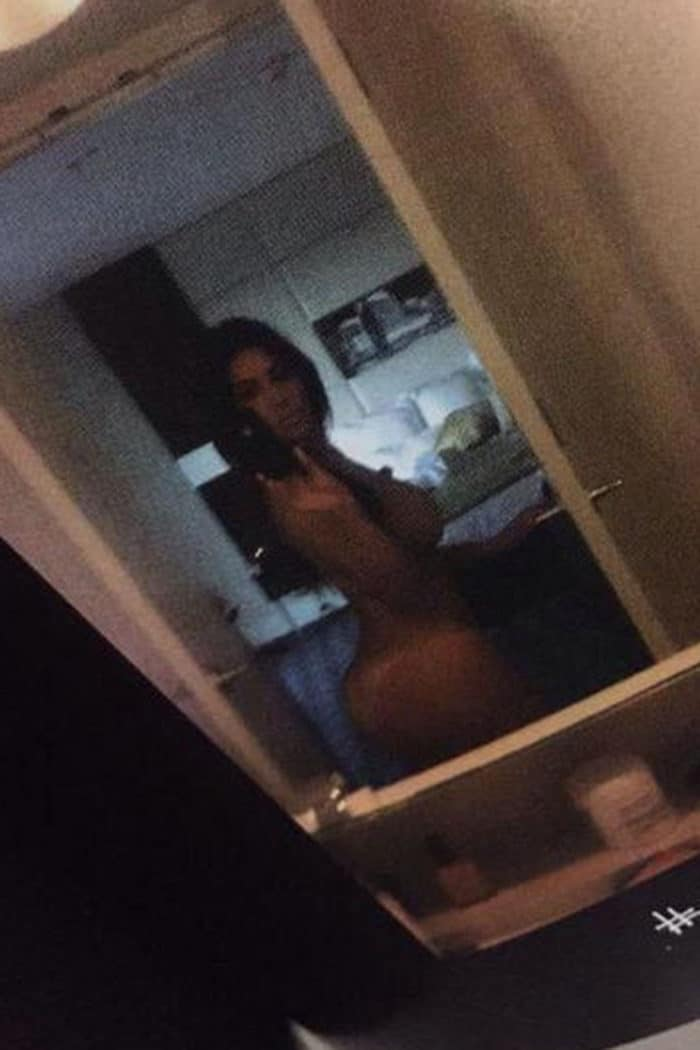 Kim Kardashian mirror selfie totally naked
