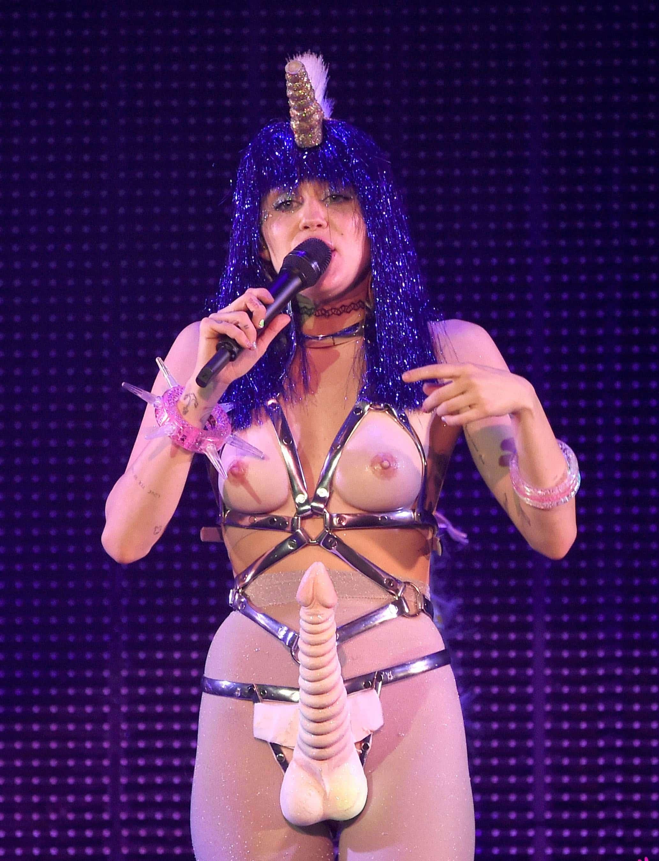 Nude uncensored cyrus miley Miley Cyrus