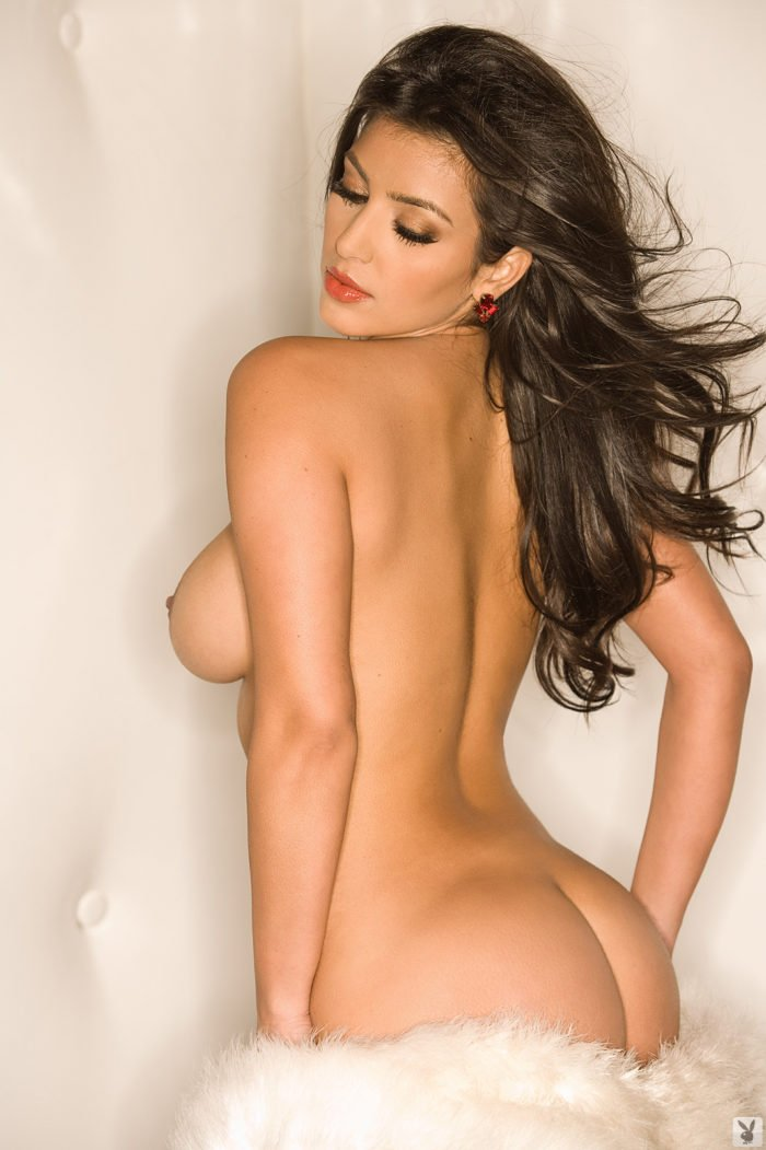 Naked pic of Kim Kardashian showing her side boob and nipple with ass sticking out