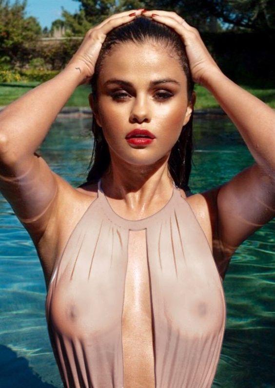 Selena Gomez Toplesd