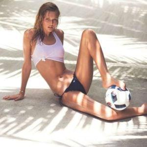 Toni Garrn hottest bikini pics (5)