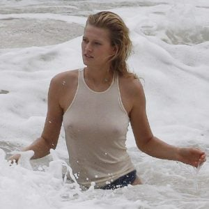Toni Garrn see through white t-shirt in the ocean (2)
