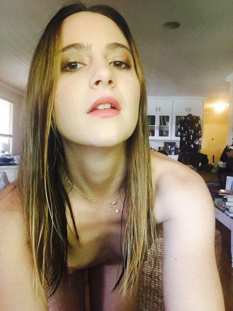 Alexa Nikolas boobs show