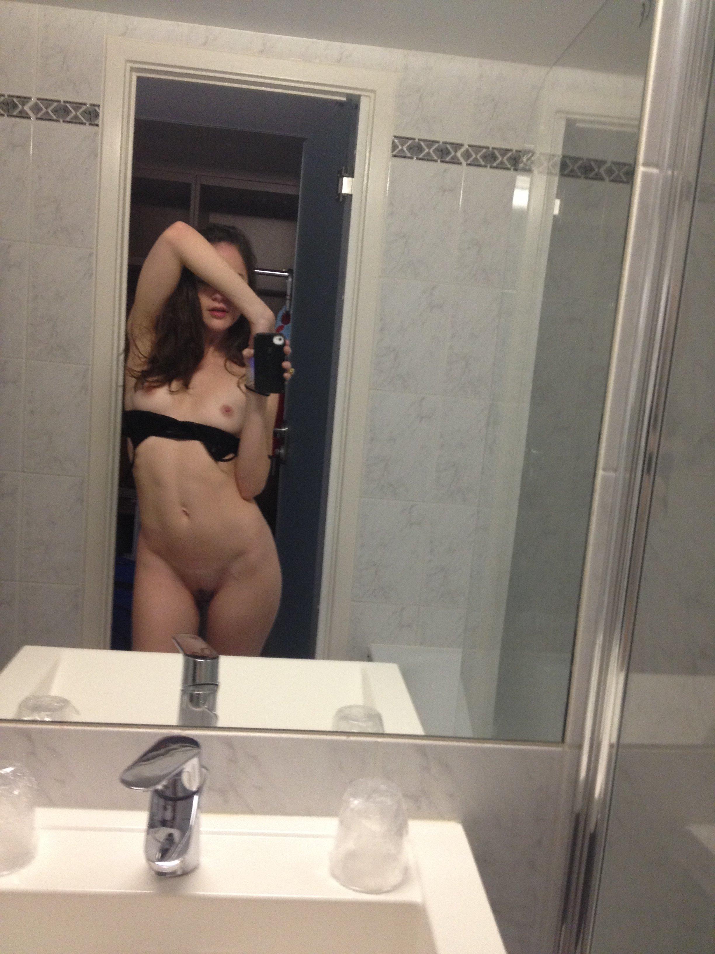 Alexa Nikolas topless