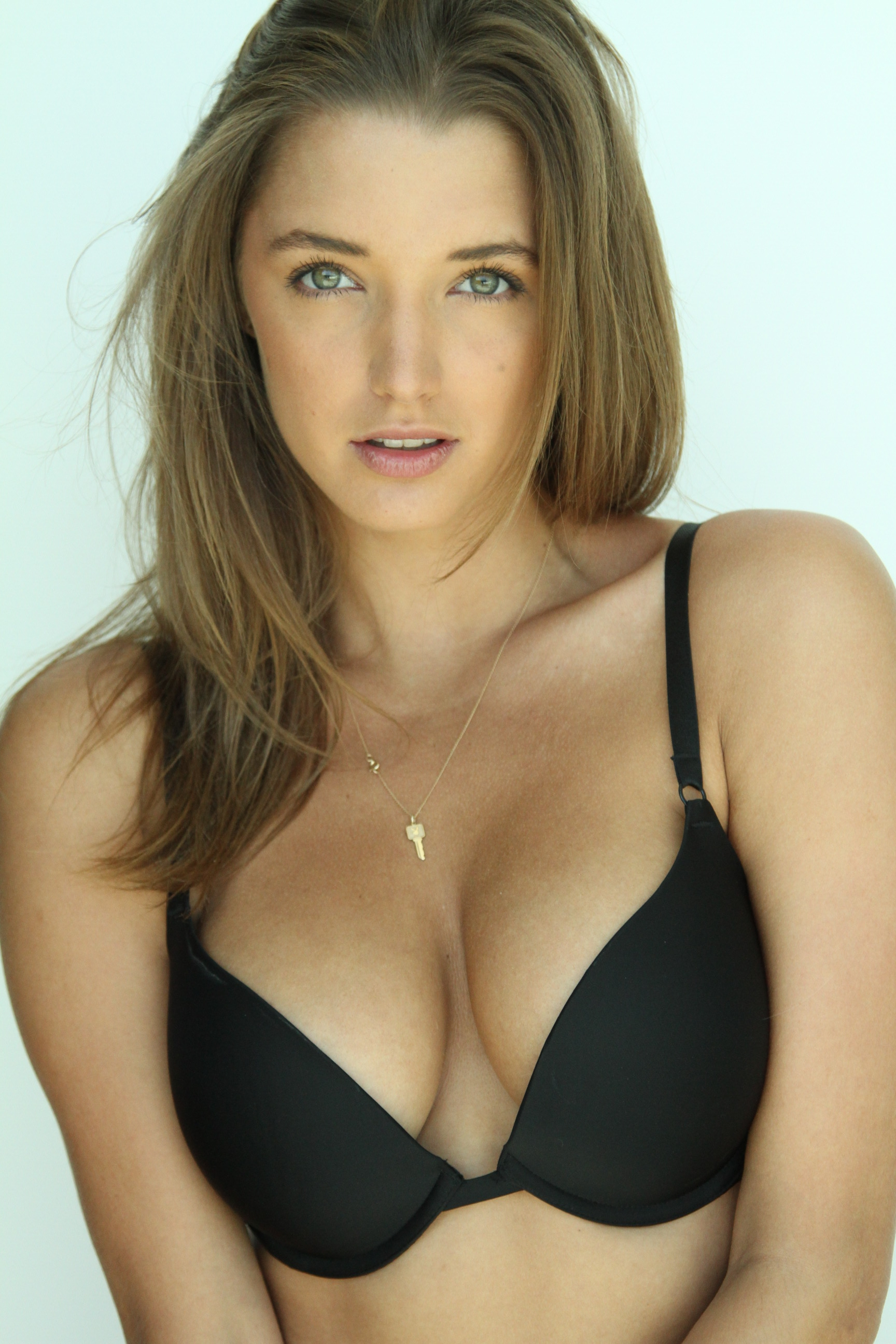 Alyssa Arce sexy leaks