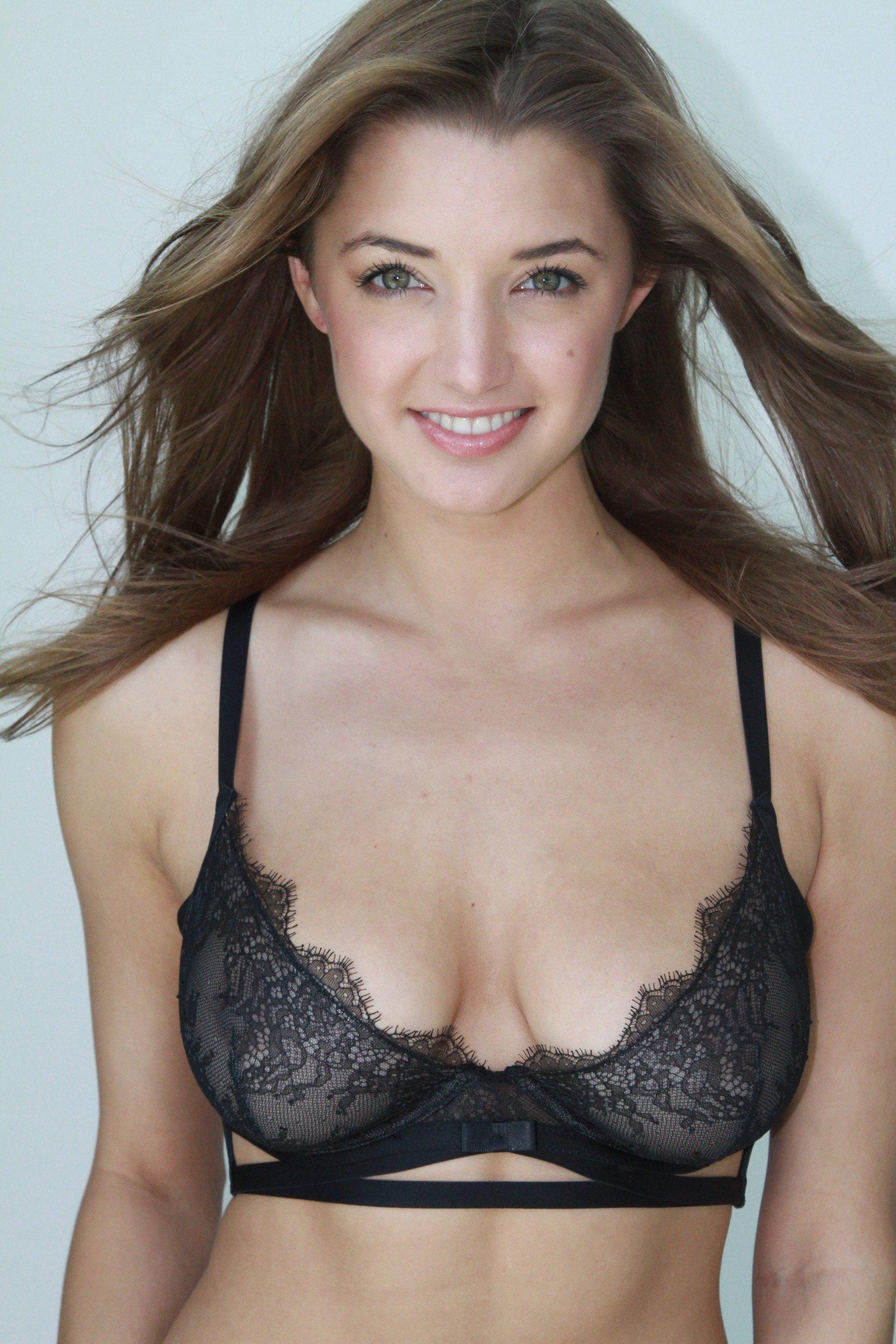 Alyssa Arce tits