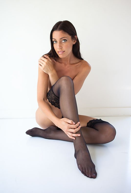 Amanda Kimmel exposing boobs
