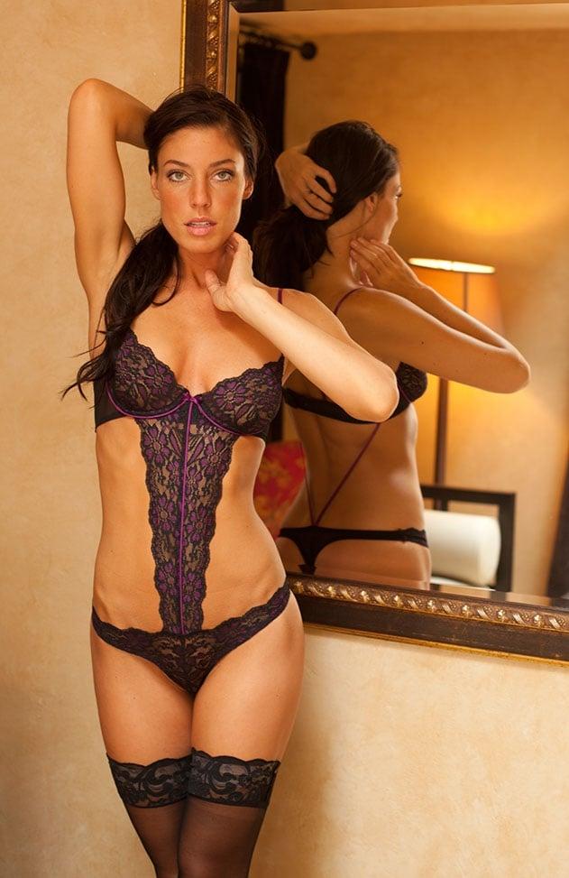 Amanda Kimmel hot