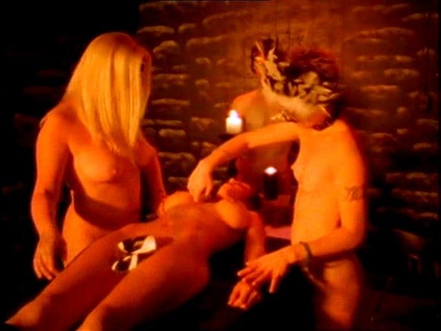 Amanda Righetti pussy showing