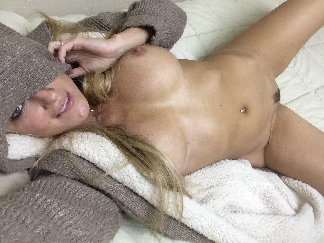 Amber Nichole pussy showing