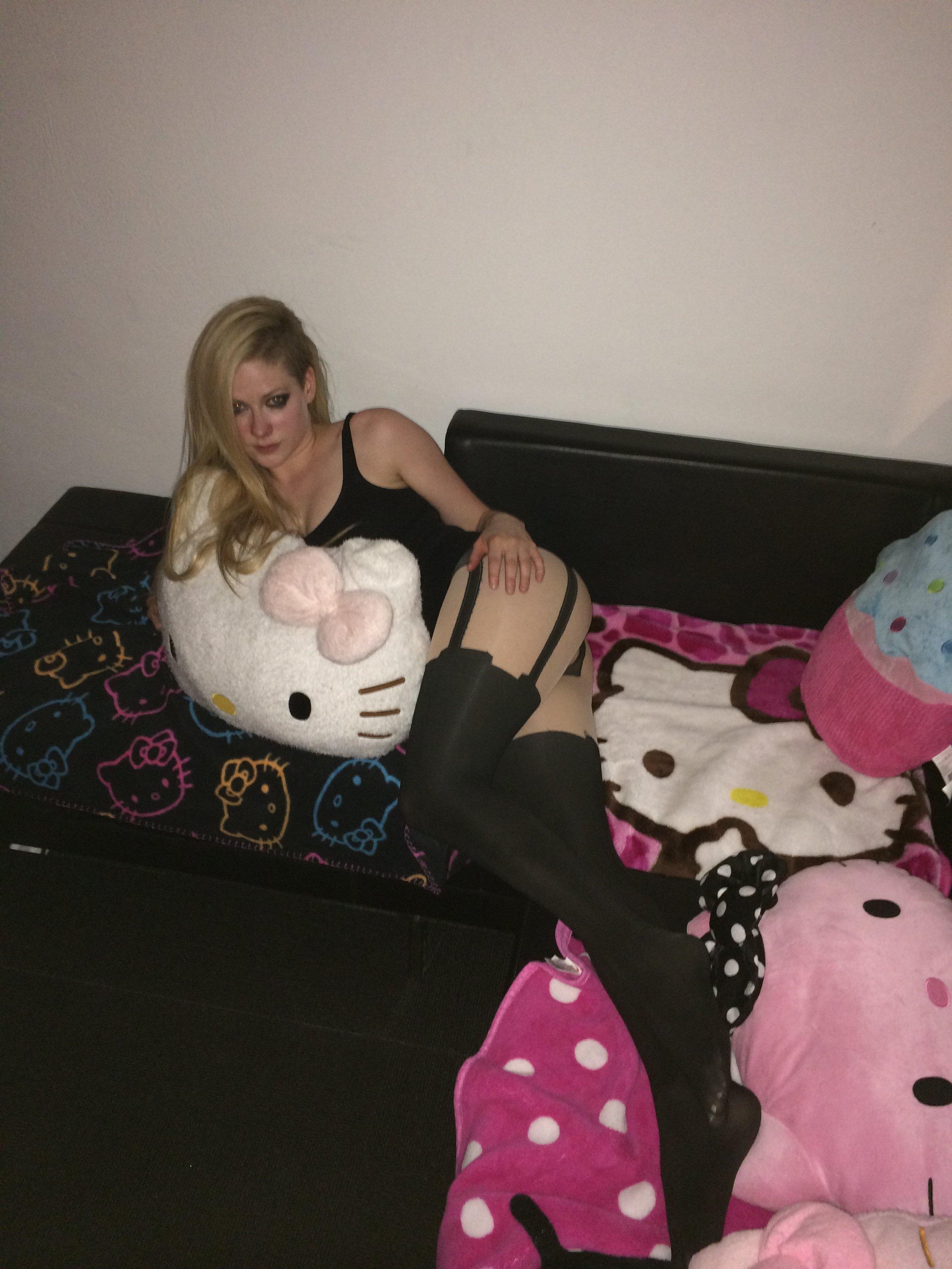 Avril Lavigne booty