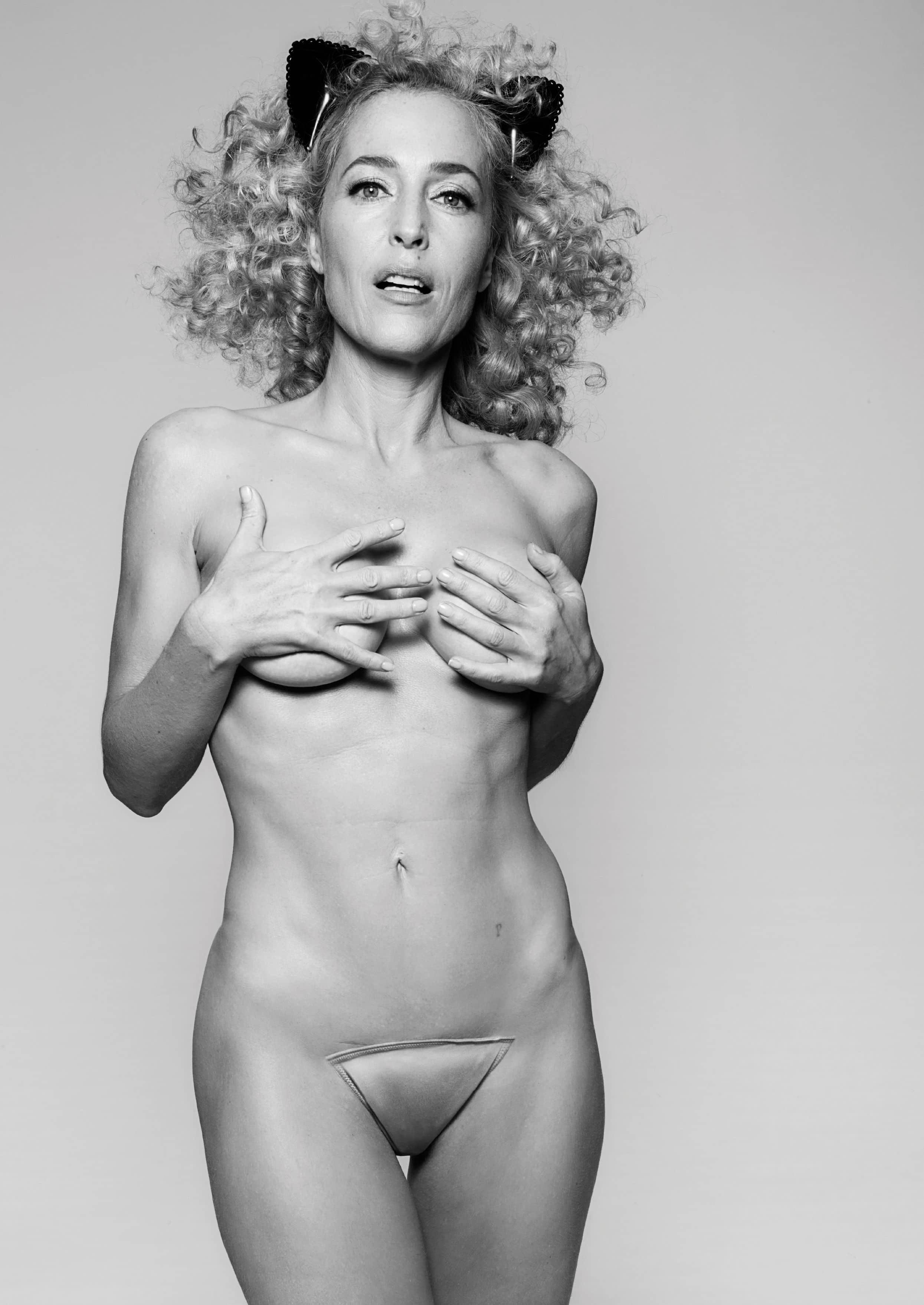 Gillian Anderson nude